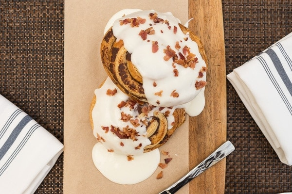 Cinnamon buns with bacon