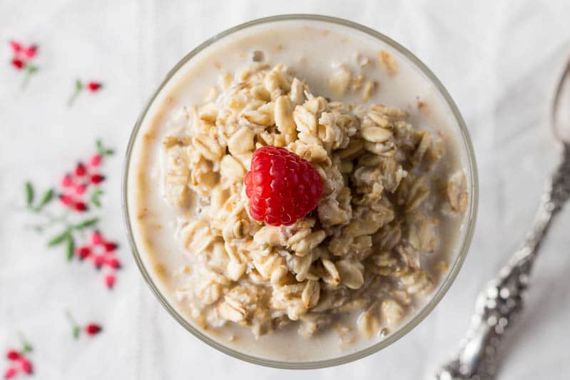 Easy Overnight Oats with Raspberry