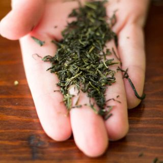 How to brew loose leaf tea in just a few simple steps, with plenty of pictures!