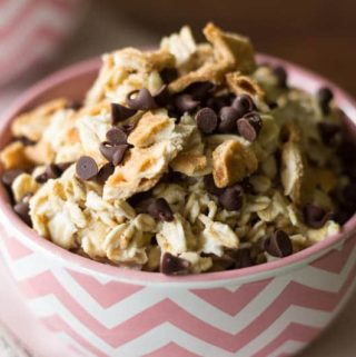 Classic cannoli flavors all in one sweet breakfast bowl! Transform your overnight oats with this homage to that wonderful Italian dessert, the cannoli.