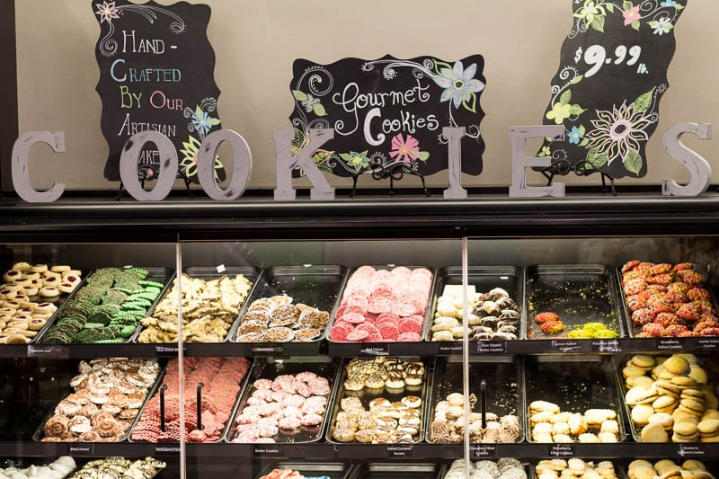 Did you know that Safeway has opened three new stores in Florida? I visited one in Altamonte Springs (near Orlando) to check out the offerings, like these cookies.