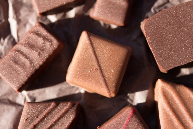 Life's too short for mediocre chocolate. Get expert tips on how to buy good chocolate for yourself or as the perfect gift. Be a savvy chocolate shopper!