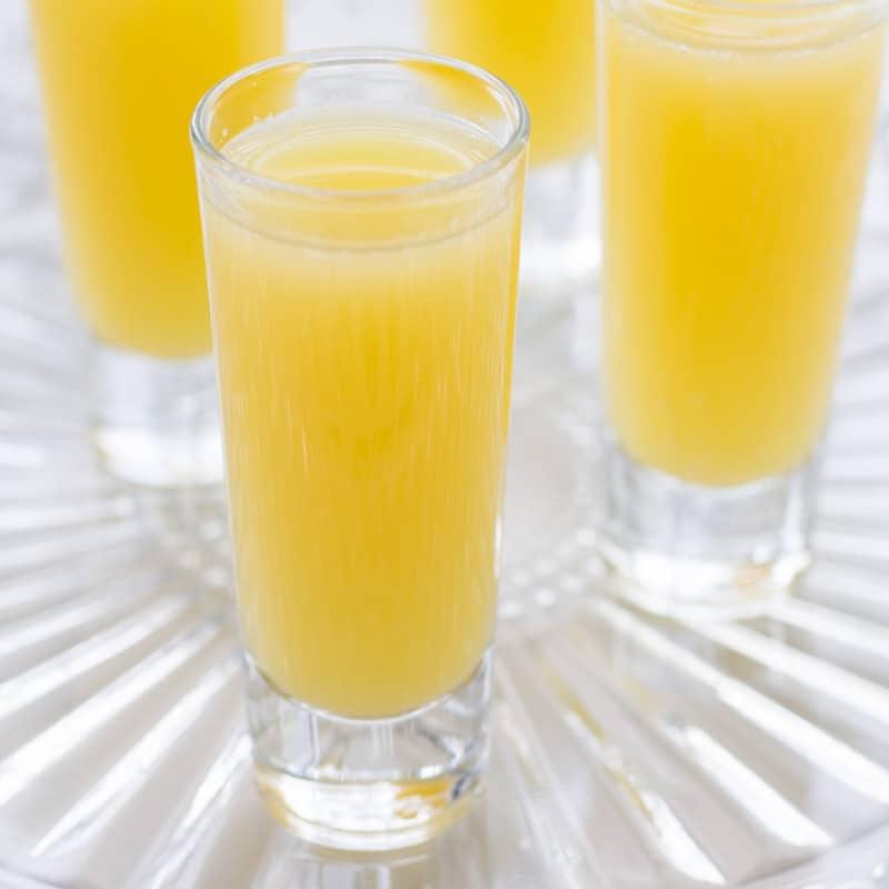 non-alcoholic-mimosa-glasses