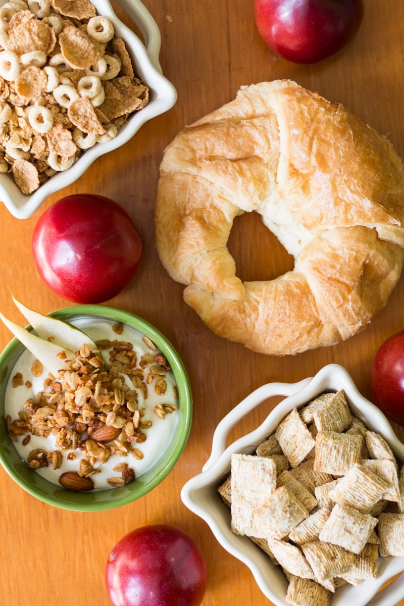 Are you doing the cooking on Thanksgiving? Save time and trouble by using these easy no cook Thanksgiving breakfast ideas.