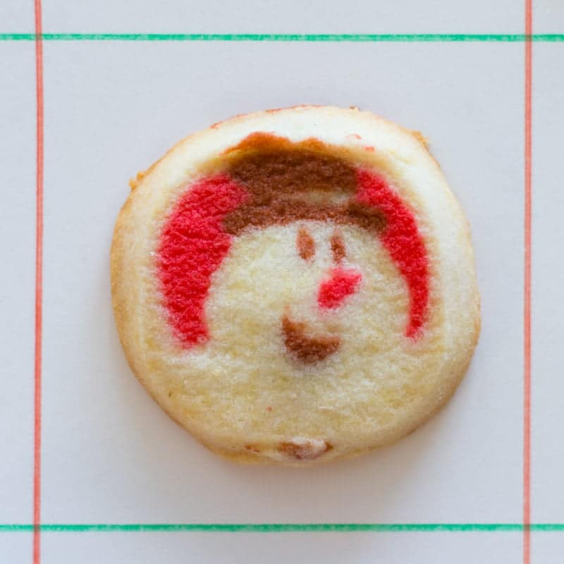 Use Christmas cookies to make an edible checkers set! This step-by-step recipe shows you how to make fun Christmas cookie checkers for the holidays.