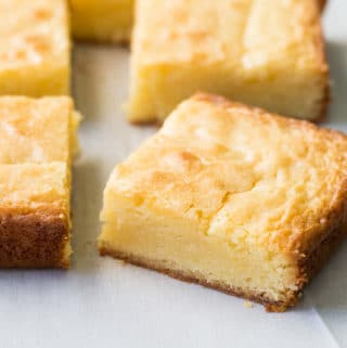 Delicious white chocolate brownies with a wonderful fudgy texture and perfect flavor. Easy to make with just a few ingredients!