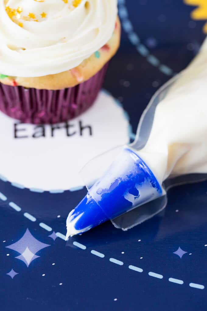 Pillsbury Filled Frosting bag decorating tip with cupcake
