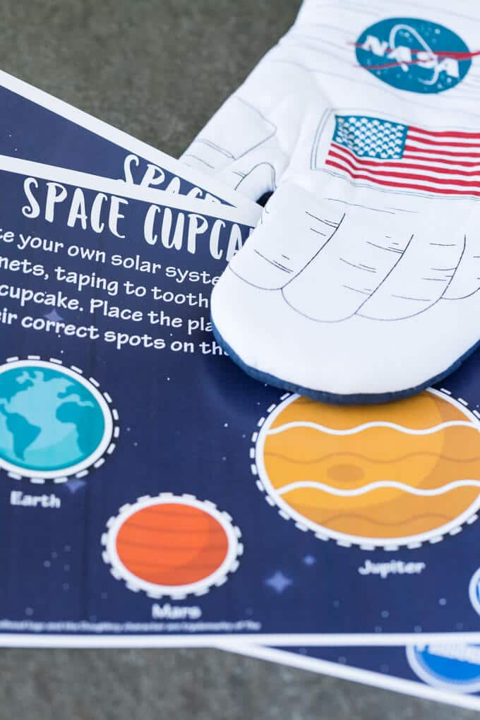 Space oven mitt and planet worksheets